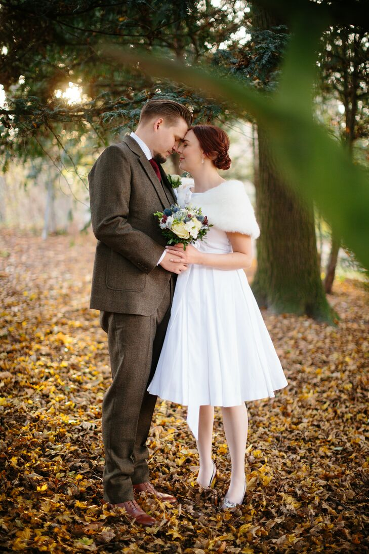 Louise wore a non-traditional, knee-length wedding dress in the style of the 1950s. She paired her dress with a fur stole for the fall weather, and she styled her hair in a chignon for the day.