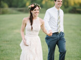 A colorful, worn quilt acquiredby the bride during her twenties ultimately inspired Liza Morgan (31 and a yoga teacher) and Christopher (Chris) Mills