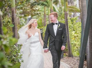 With a modern aesthetic in mind, Lindsey Perdeck (27 and an associate manager of HR programming at The Knot) and Danny Schwimmer (28 and in real estat