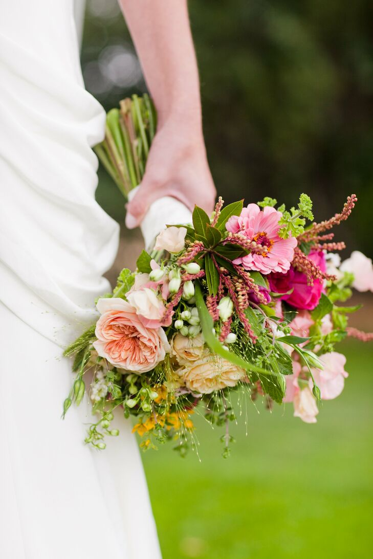 A no-brainer for her California-inspired day, Elizabeth's organic-looking bouquet consisted solely of seasonal wildflowers