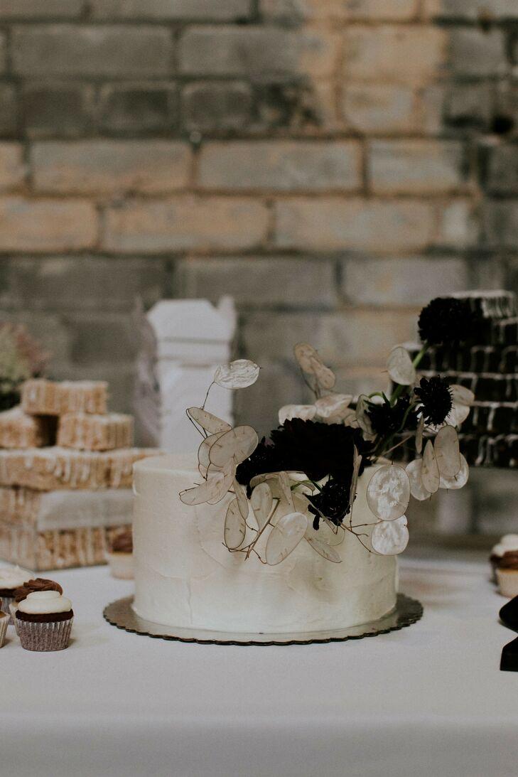 Single-Tiered Wedding Cake with Alternative Flowers