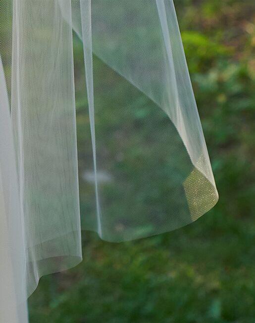Dareth Colburn Simple Cut Edge Veil (VB-5090) Ivory, White Veil