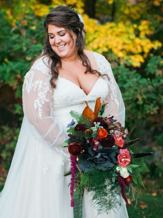 bride holding fall wedding bouquet