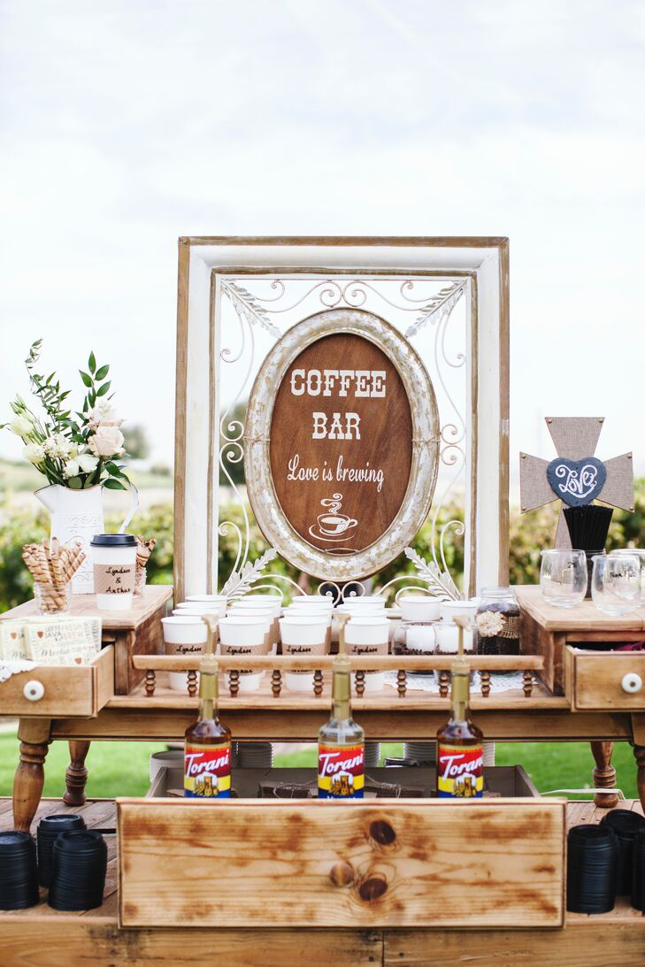 Lyndsee and Arthur—both big coffee fans—created a special java bar for guests, complete with flavored syrups to make fun concoctions.