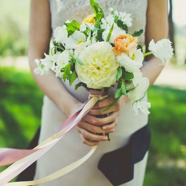 All of the bouquets were wrapped with long, soft-colored ribbons, which looked elegant blowing in the wind.