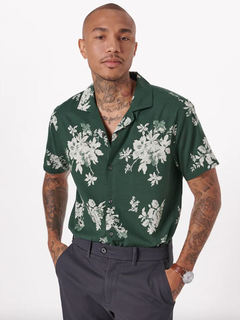 casual wedding attire for man short sleeve button down with tropical print