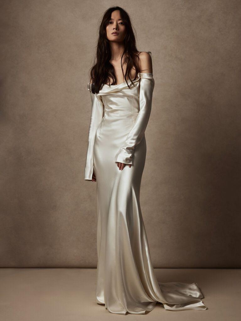 Danielle Frankel màu ngọc trai lụa và len váy cưới trễ vai với tay áo dài và váy hoa váy cưới màu trắng đẹp