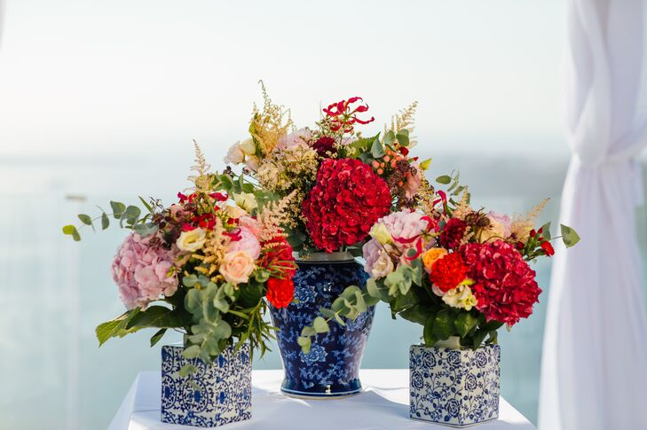Flower Arrangement with Roses and Hydrangeas