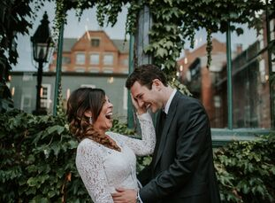 Canada-based couple Kyla Fraser (32 and a client service representative) and Struan Smith (31 and a lawyer) headed south of the border for an intimate