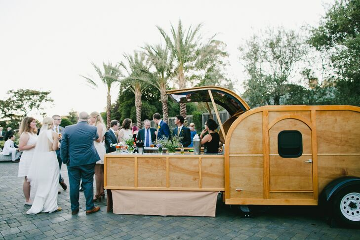 During the extended cocktail hour, Libations Unlimited served drinks from a retro wooden trailer that had been converted into a portable bar.