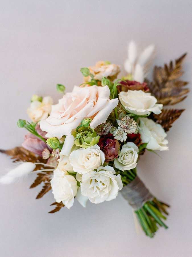 Rustic bouquet with pink roses