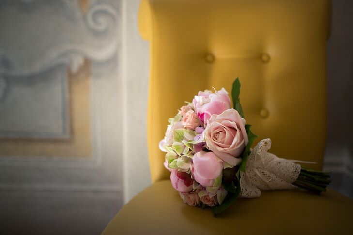Zoe carried a bouquet of blush roses, pink peonies and green hydrangeas on her wedding day.