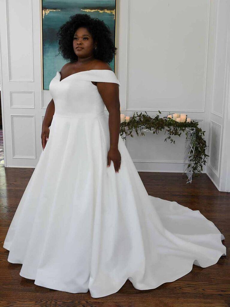 Bản chất của nước Úc chiếc váy cưới trễ vai màu trắng trơn với đường viền cổ chữ V và váy dạ hội xếp ly váy cưới màu trắng đẹp