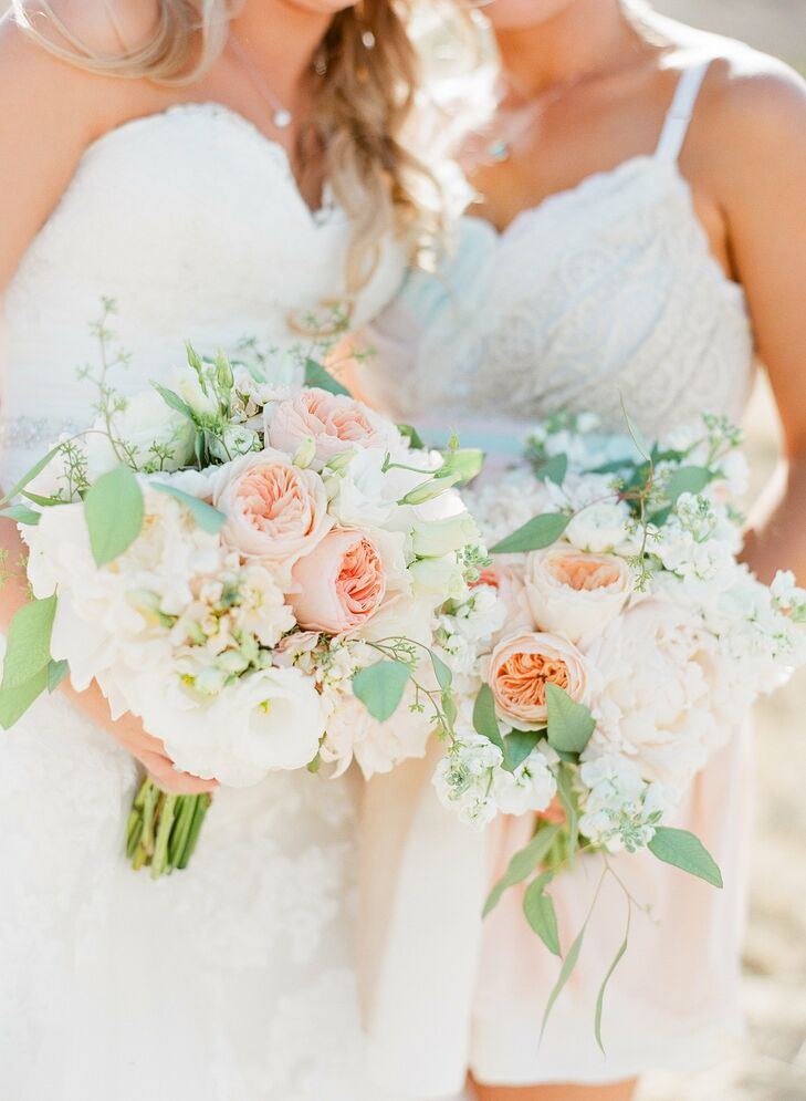 For a timeless, romantic look, Jamie's florist combined garden roses, peonies, stock, eucalyptus and lisianthus in soft shades of pink and ivory in her bouquet.
