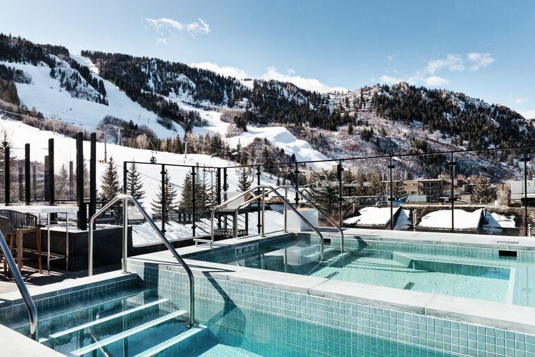 aspen bachelorette party apres ski