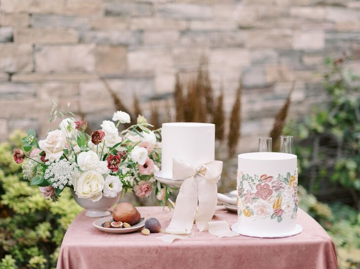 Wedding Cake Table With Lisianthus, Phlox and Butterfly Ranunculus Floral Arrangement