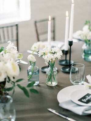 Minimalist Details Tied Together the Wedding Reception Dining Table Decor