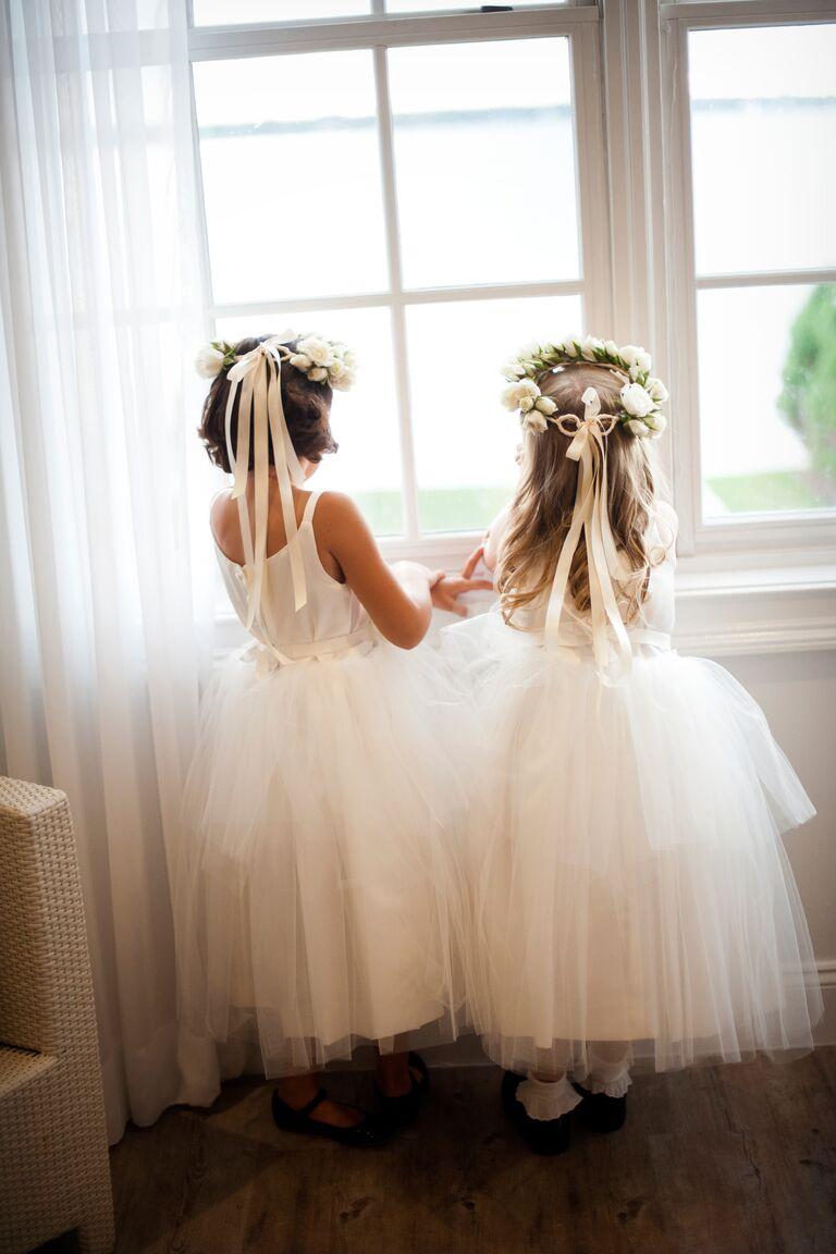 Flower girls before the wedding