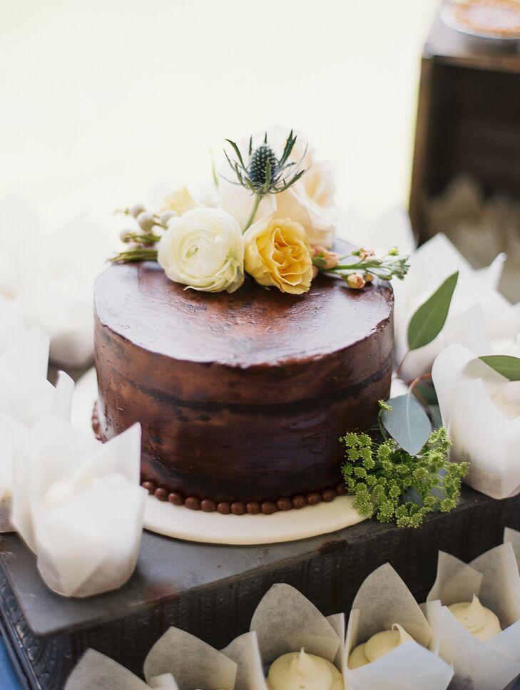 Single-Tier Chocolate Cake with Fresh Flowers