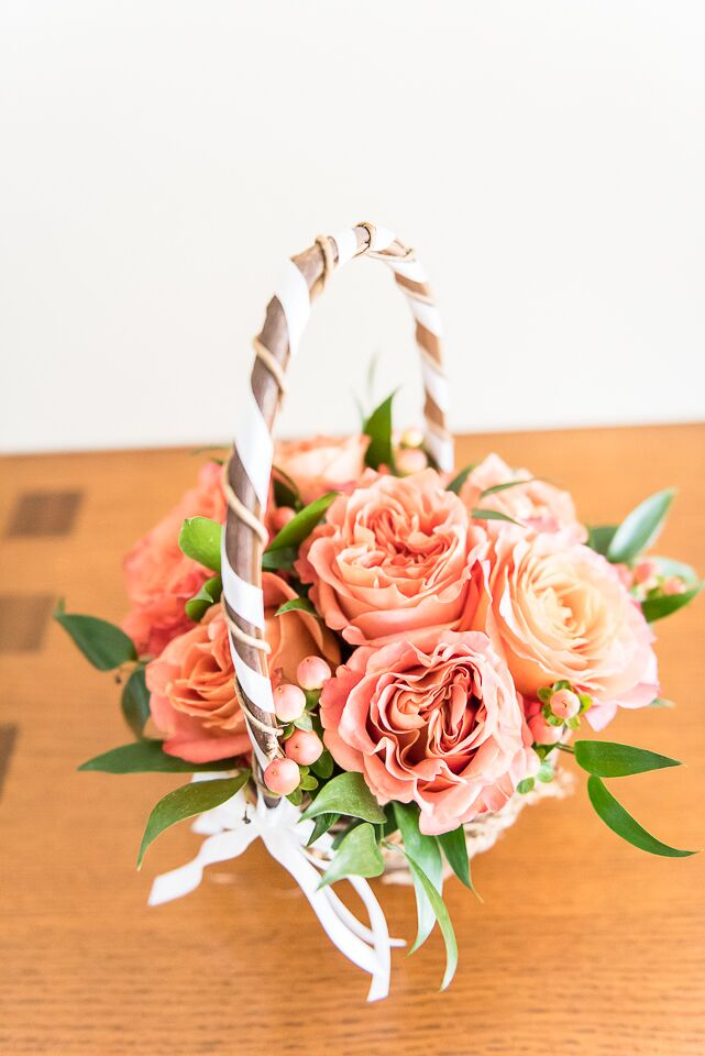 Now this is a lush flower girl basket! Forget the petals. Julia and Alex filled it with coral garden roses, orange hypericum and light orange garden roses.