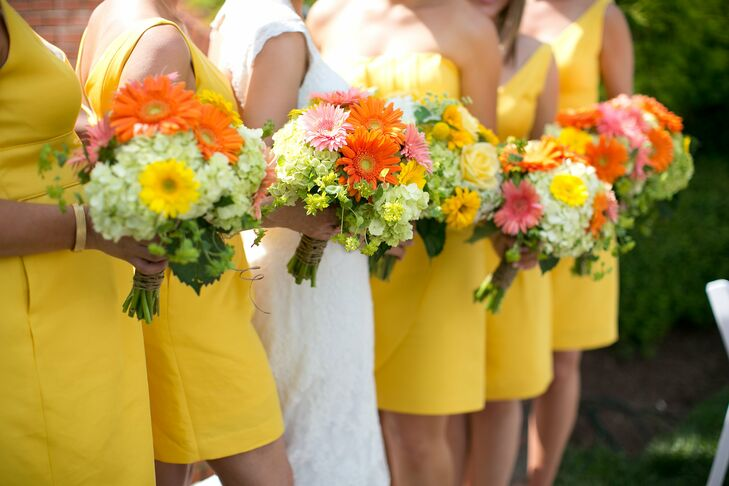 The ladies carried bright bunches of gerbera daisies and hydrangeas, wrapped in twine for a fresh-picked look.
