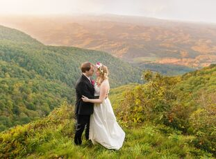For their bohemian North Carolina wedding, Edith (27) and Eli (28) honored their mutual love of nature by exchanging vows with a picturesque mountain