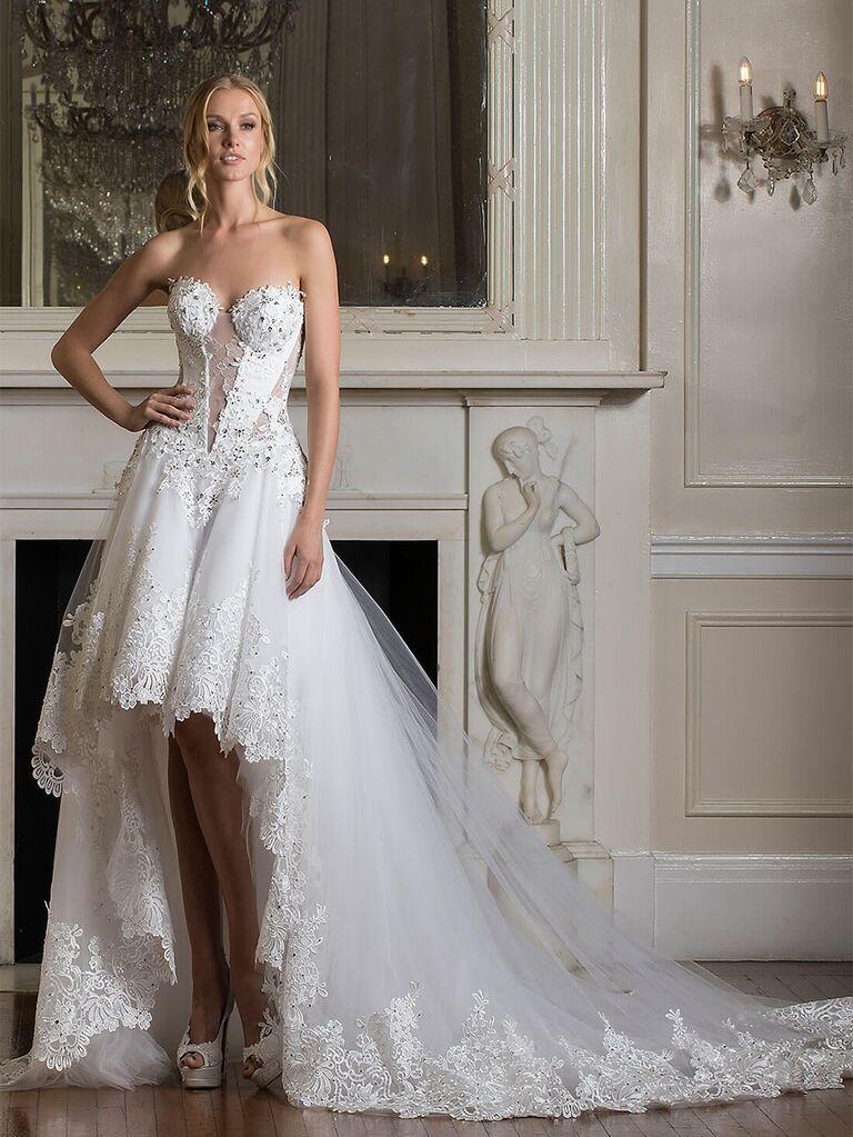 Váy dạ hội không tay với đường tàu dài và các chi tiết đắp ren và đính kết váy cưới đẹp