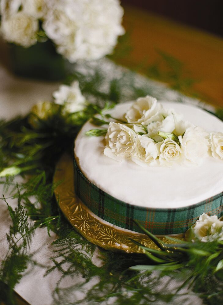 The bride's mother made the traditional, one-tier Scottish wedding cake.