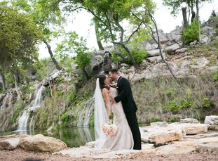 Shelbi Long (24 and a marketing associate) and Logan Walker (26 and a pharmaceutical sales rep) drew inspiration for their spring wedding from the vib