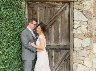 Playing off the natural beauty of the venue, Nicole Maples (31 and a clinical social worker) and Bruce Bush (32created a casual yet romantic feel in a