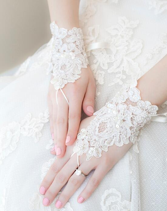 Alisa Brides Mabely Lace Gloves Wedding  photo