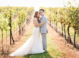 With a rustic-glam style in mind, Rebecca Dao (33 and a student loan financial counselor) and Jonathan Law (33 and a head and neck surgery resident) f