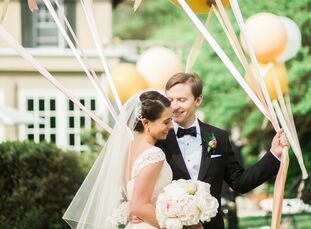 Romantic architecture, beautifully appointed rooms and perfectly manicured gardens set the stage for Hannah Beryl (24 and a social worker) and Jacob L