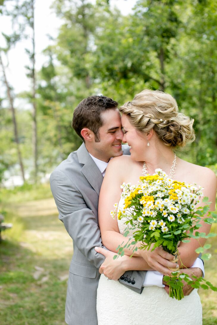 For their summer wedding along the banks of the Mississippi River, to-be-weds Marin Williams (26 and an elementary music teacher) and Dustin Oldenburg