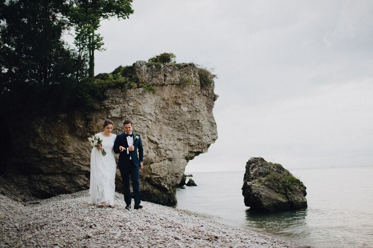 """""""We've always enjoyed the slower, beautiful months of fall, so we wanted to have an autumn-inspired wedding,"""" Lauren Barone (29 and an anesthesiologis"""