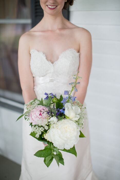Large white and pink peonies added a romantic touch to the bridal bouquet.