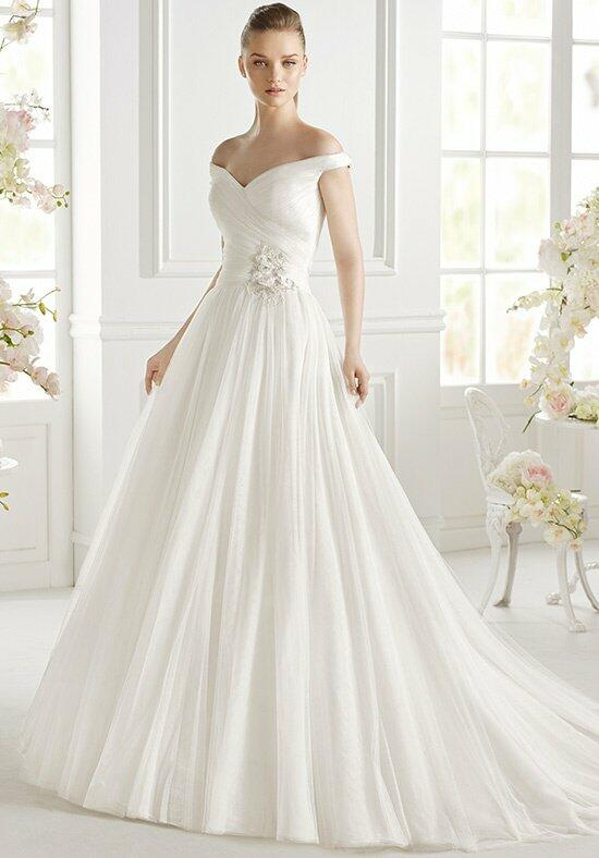 AVENUE DIAGONAL Geva Wedding Dress photo