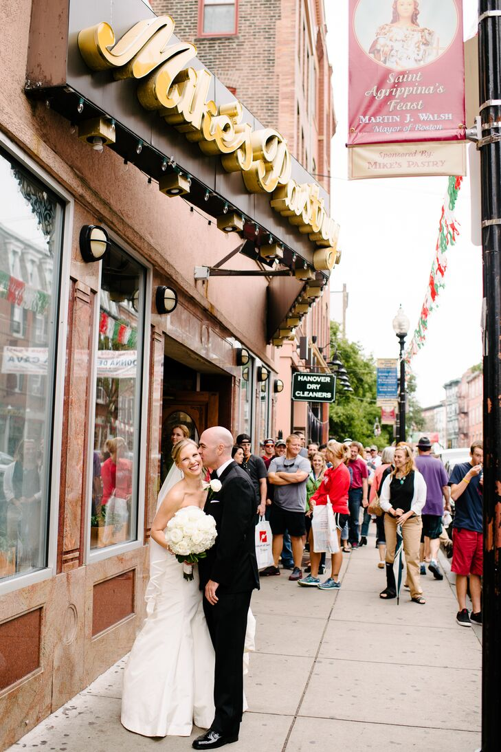 To give their photos a fun flair, the couple ventured around Boston's North End neighborhood before heading to the reception.