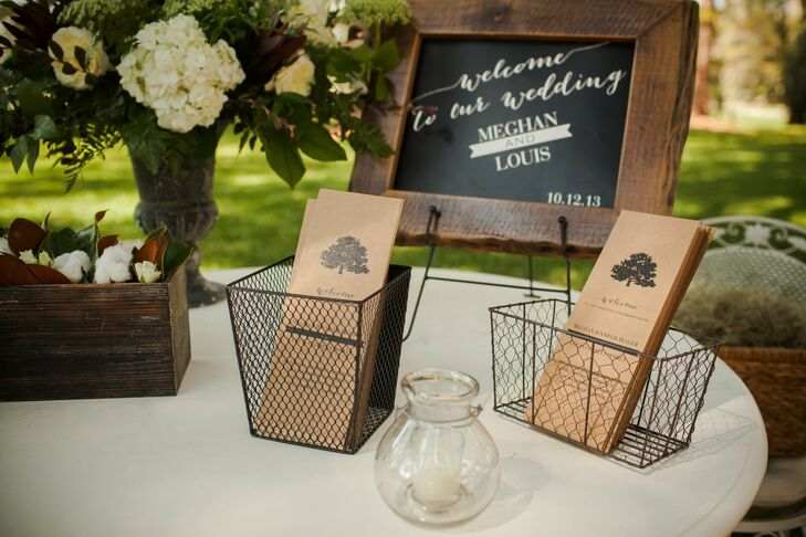 An oak tree motif on the programs reflected the natural surroundings of the venue, while the kraft paper provided a rustic look and feel.