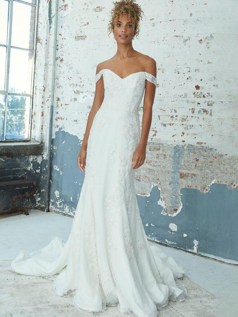 Váy cưới trễ vai màu trắng kelly faetanini với đường viền ren cổ yếm ngọt ngào và dạng váy hoa xếp nếp vừa vặn váy cưới màu trắng đẹp